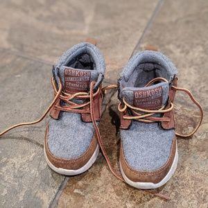 OshKosh Boys Size 7 Shoes